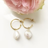 LARGE IRREGULAR PEARL DROP EARRINGS ON GOLD HOOPS
