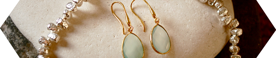 Earrings in silver, gold, some with pearls and gemstones - Argent of London